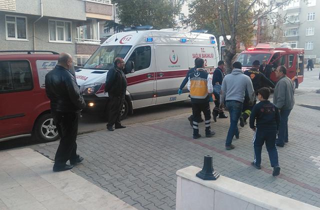 KonyaHaber:  Konya Akşehir'de Anten tamircisi havalandırma boşluğuna düştü.