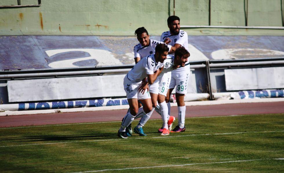 Konya Spor:  Sakaryaspor'u deviren Anadolu Selçukspor hayata döndü