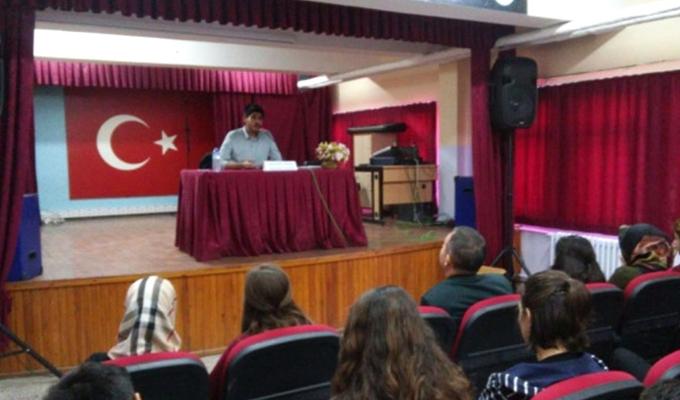 Konya Haber:  Konya Akşehir'de Anadolu Lisesinde Kariyer Günleri düzenleniyor
