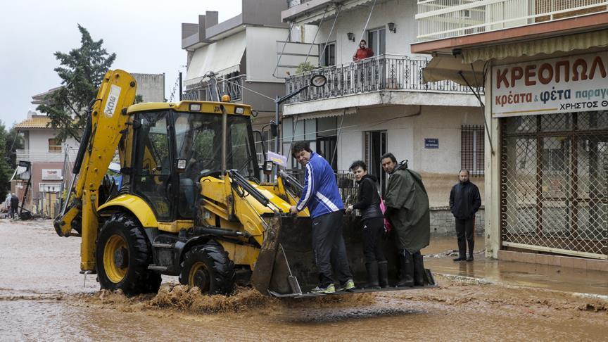 Yunanistan sel felaketinin yaralarını sarıyor