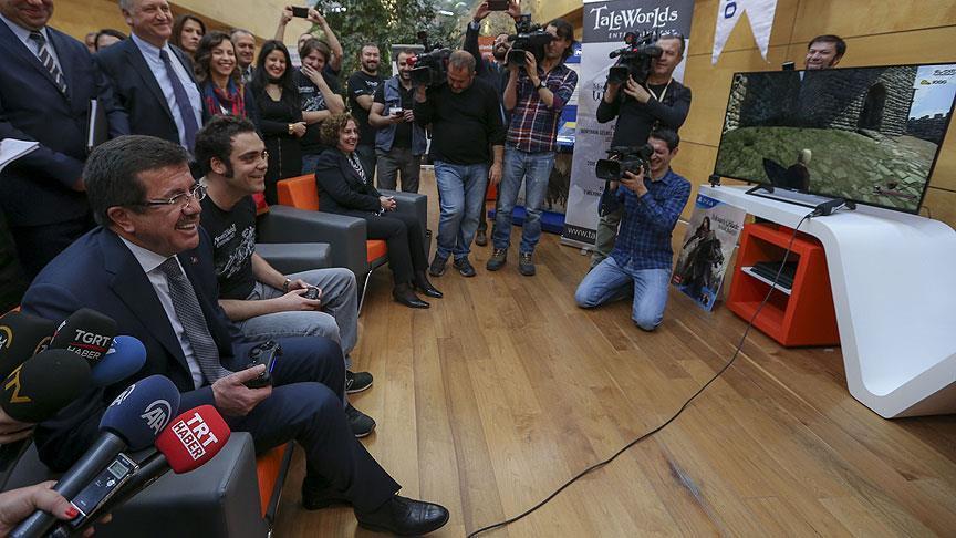 Bakan Zeybekci ilk kez dijital oyun oynadı