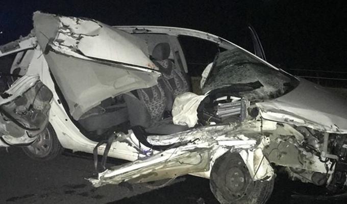 Konya Haber:  Konya'da otomobil traktör römorkuna çarptı: 1 ölü, 2 yaradı