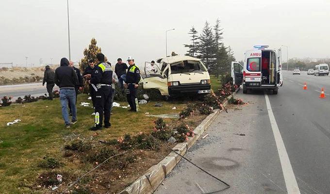 Konya Haber:  Konya'da suriyeli inşaat işçilerini taşıyan minibüs devrildi: 7 yaralı