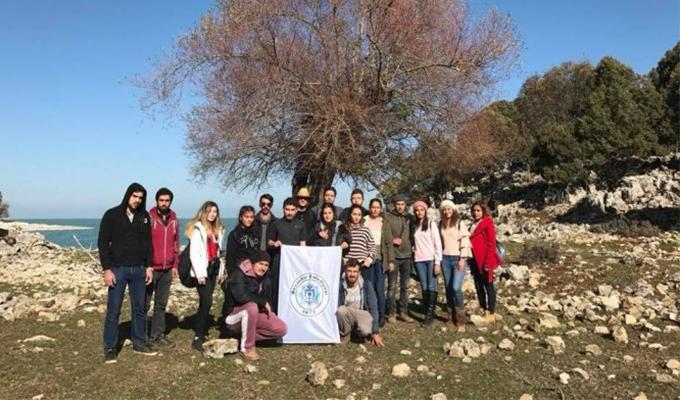 Konya Haber:  Konya Beyşehir'de üniversite öğrencileri adada kamp yaptı.