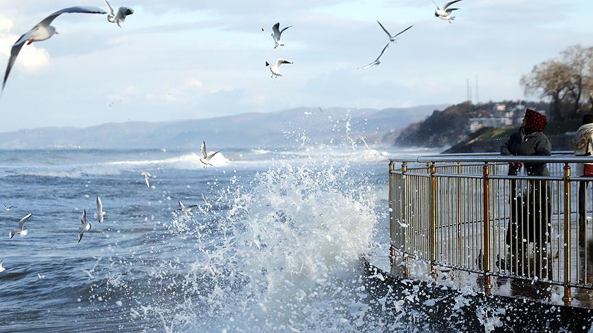 Denizlerde 'kuvvetli fırtına' bekleniyor