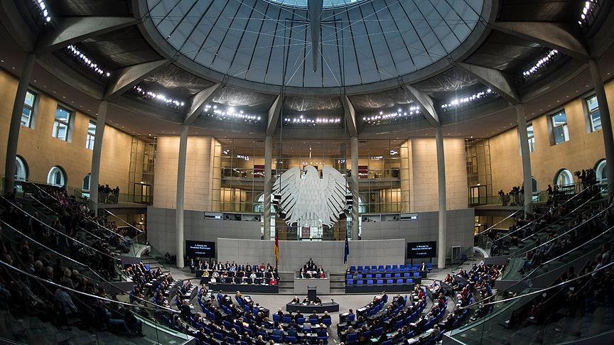 Almanya Meclisinde terör örgütü sembolü açıldı