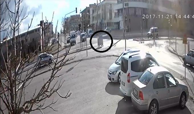 Konya Haber:  Konya'da trafikte giden çöp konteyneri ilginç görüntüler oluşturdu