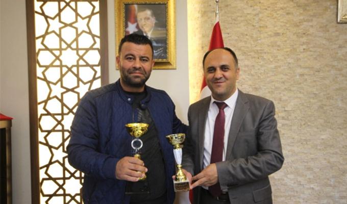 Konya Haber:  Hatay'dan kupayla dönen off-road pilotundan Özaltun'a ziyaret
