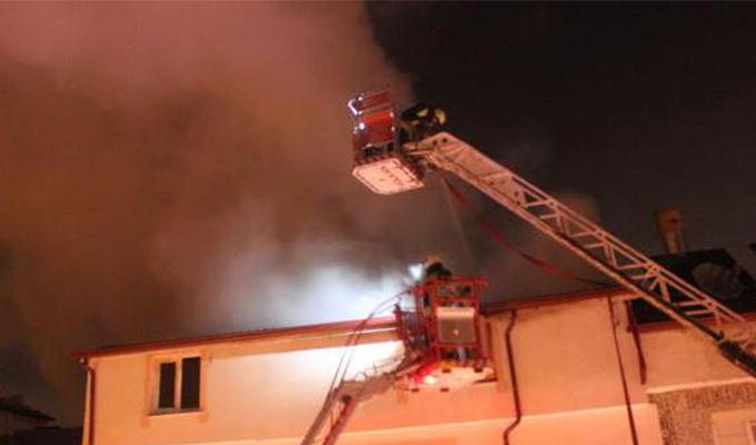Üniversite öğrencilerinin terasında yangın paniği