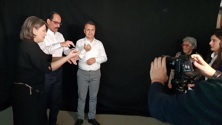 Cumhurbaşkanlığı Sözcüsü Kalın'dan işaret diliyle türkü
