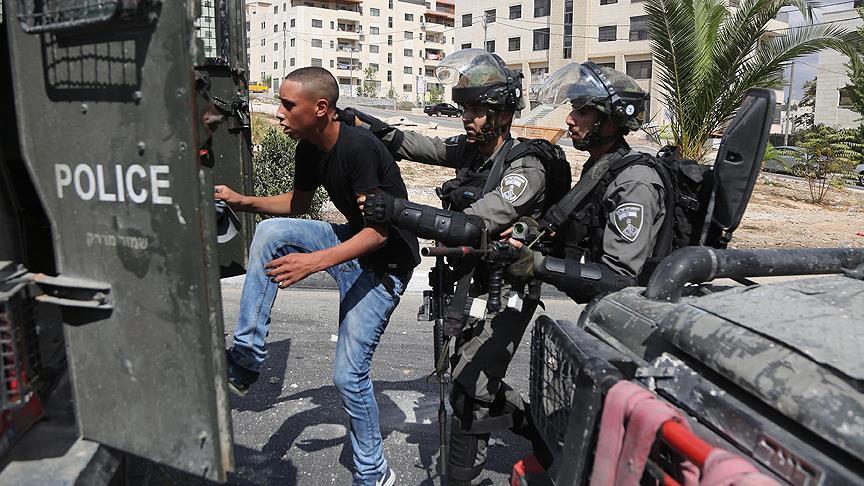 İsrail askerleri 22 Filistinliyi gözaltına aldı