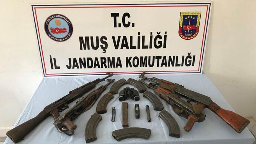 Muş'taki terör operasyonunda silah ve mühimmat ele geçirildi