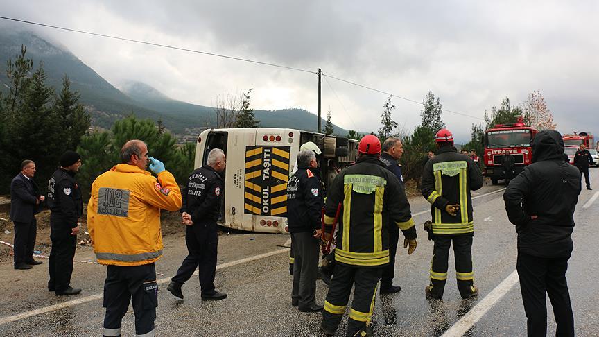 Denizli'de öğrenci midibüsü devrildi: 20 yaralı