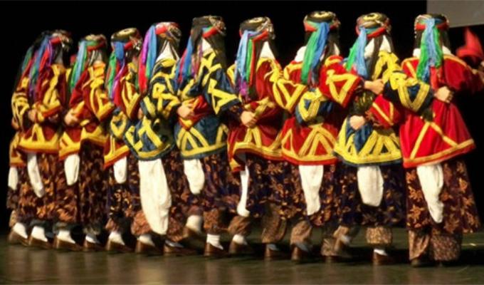 Halk Oyunları İçin Macaristan'a Giden 16 Kişilik Ekibin 11'i İltica Etti