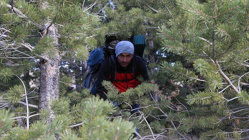 Avlayacağı dağ keçisinin gözyaşıyla hayatını doğaya adadı