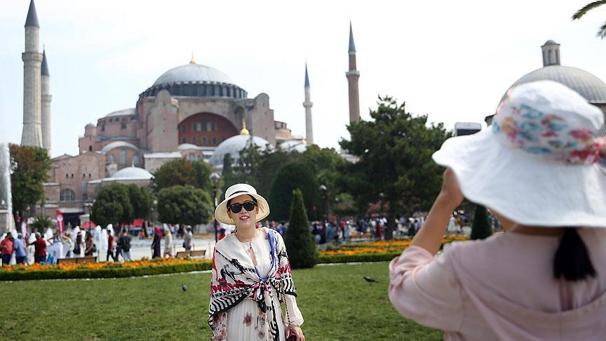 Turistler en çok Antalya ve İstanbul'u tercih etti