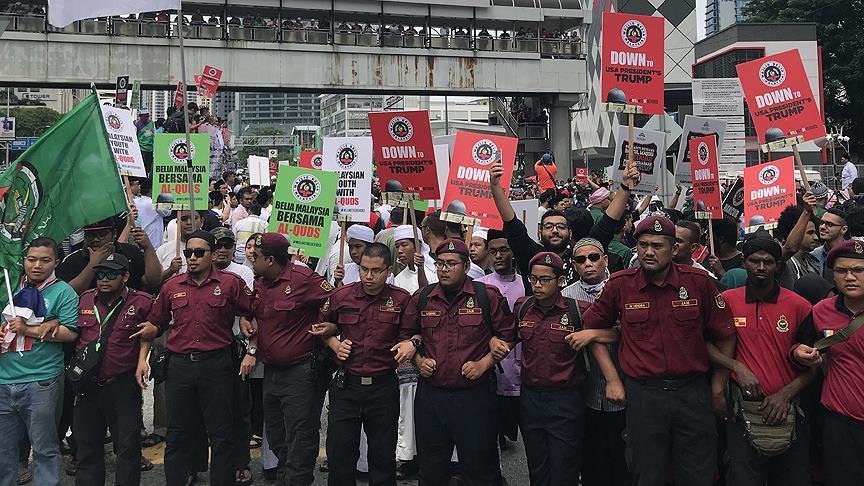 Malezyalı Müslümanlar ABD'nin kararını protesto etti
