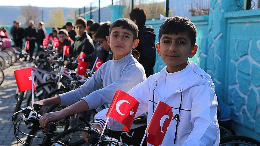 Dezavantajlı başarılı çocukların bisiklet sevinci