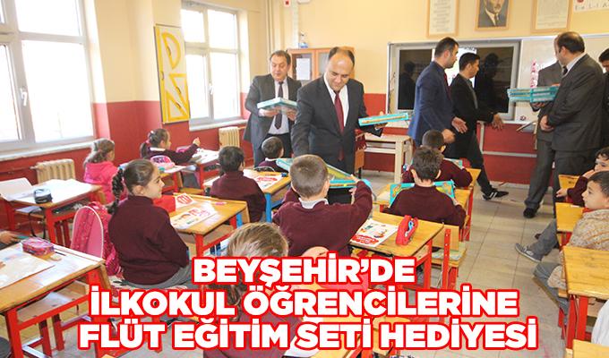 Konya Beyşehir'de ilkokul öğrencilerine flüt eğitim seti hediyesi