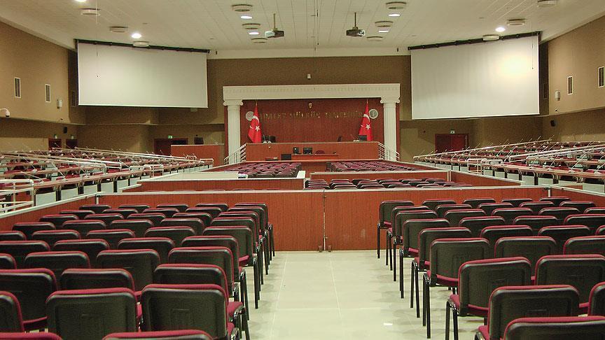 Mahkeme Başkanı FETÖ'cü 2 sanığı salondan çıkardı