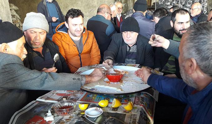 Yaşar Tuncel esnaf  arkadaşlarıyla buluştu