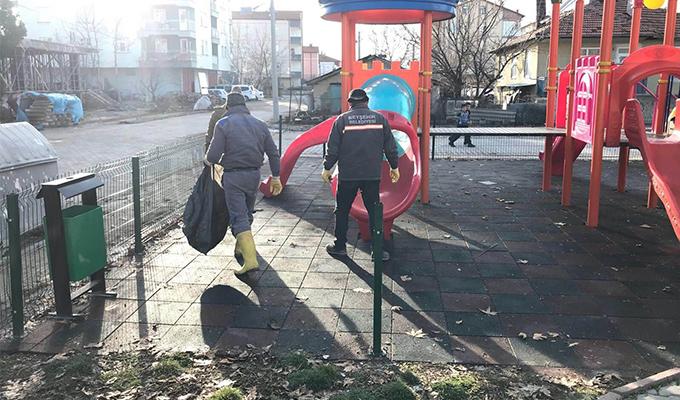 Beyşehir'de parklarda temizlik çalışmaları sürüyor