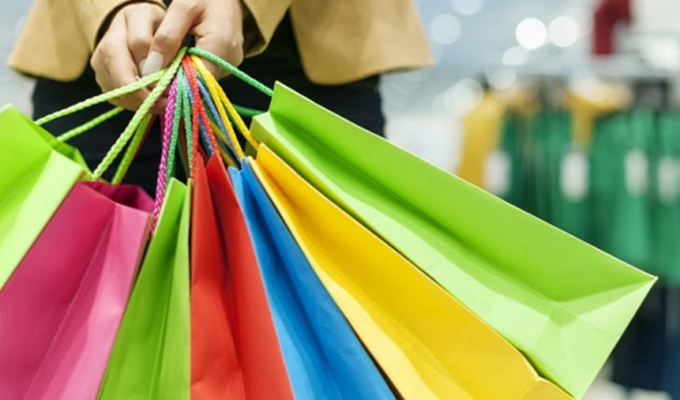 Alışverişte kadınlar değil erkekler lider