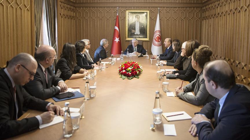 Başbakan Yıldırım, Libya'da kaçırılan 3 Türk'ün yakınlarını kabul etti