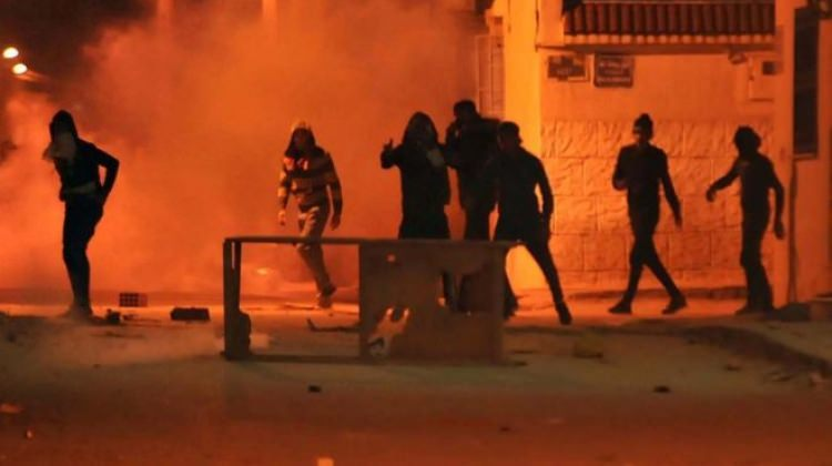 Tunus'ta ordu sokağa indi