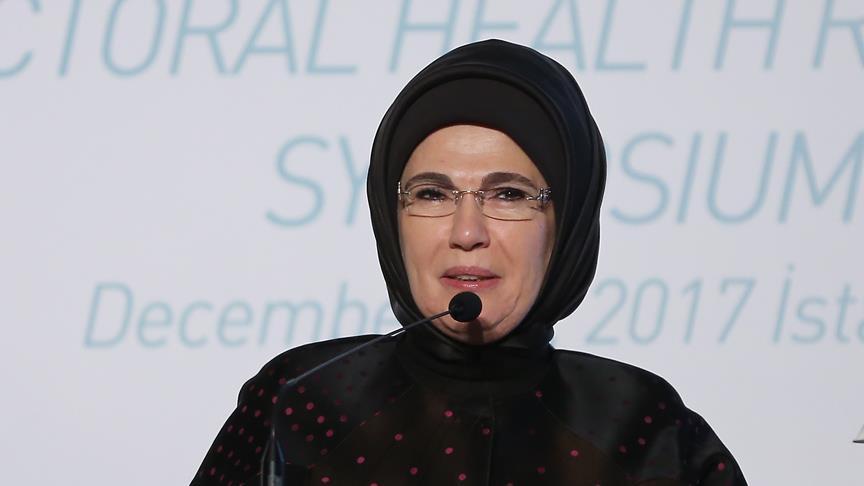 Emine Erdoğan'dan Fransız First Lady'e davet