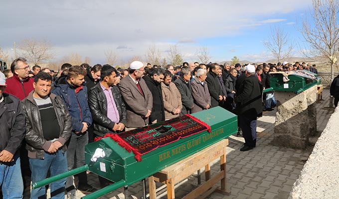 Cenaze töreninden dönerken kazada ölen aile üyeleri toprağa verildi