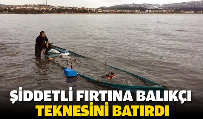 Şiddetli fırtına balıkçı teknesini batırdı