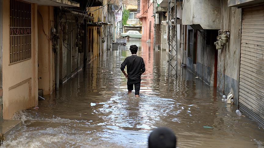 Pakistan'da kirli sular her yıl 100 bin can alıyor