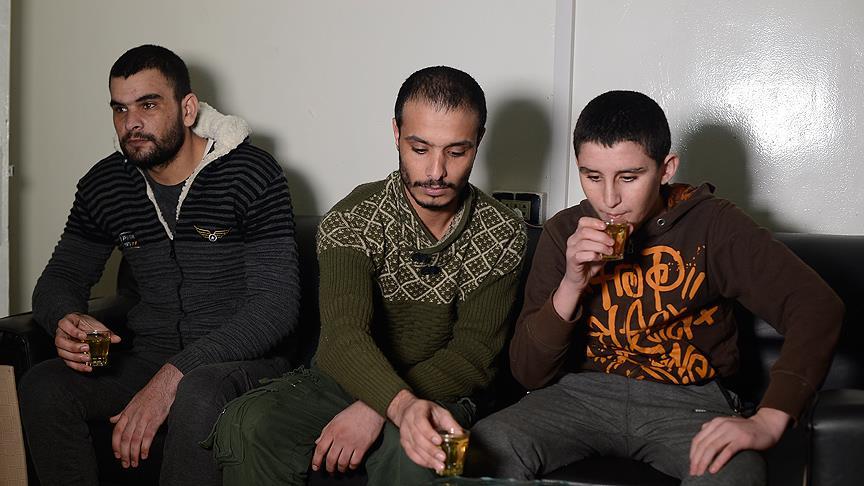Terör örgütü PYD/PKK'nın zorla silah altına aldığı bazı üyeleri ÖSO'ya sığındı