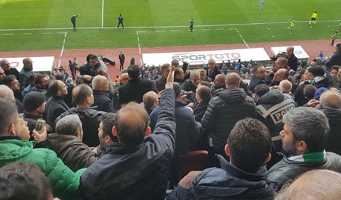 Konya-Trabzon maçında protokol karıştı! Konyasporlu eski yönetici hastaneye kaldırıldı