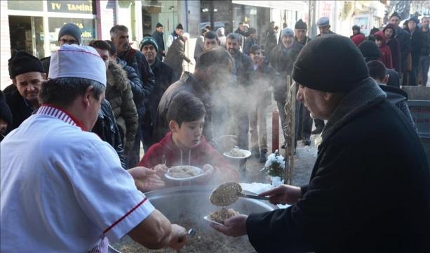 Tarihi camide 'pilav ikramı' geleneği