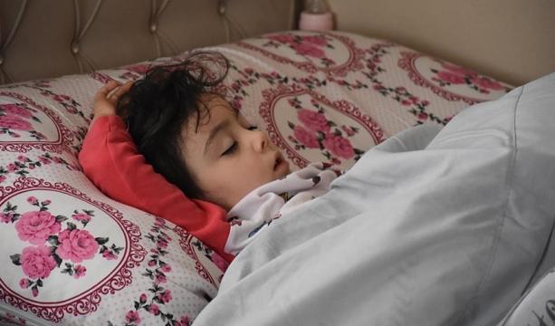Küçük Zeynep yarıyıl tatilinde 'mışıl mışıl uyuyor'