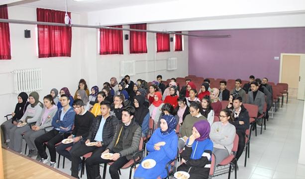 Yunak Kaymakamı Akbulut, 'Kariyer Günleri'nde konuştu