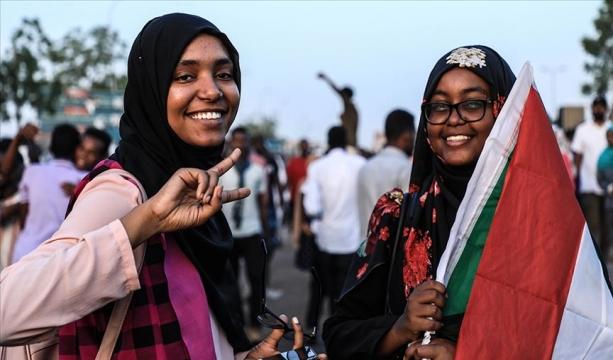 Sudan'da Beşir'i deviren gösterilerde kadınların rolü