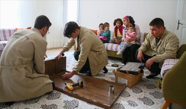 Mahallelinin tamir işleri öğrencilere emanet