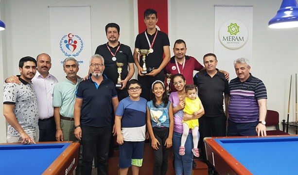 15 Temmuz Bilardo Turnuvasında Kazanan Muhammed Özbek Oldu