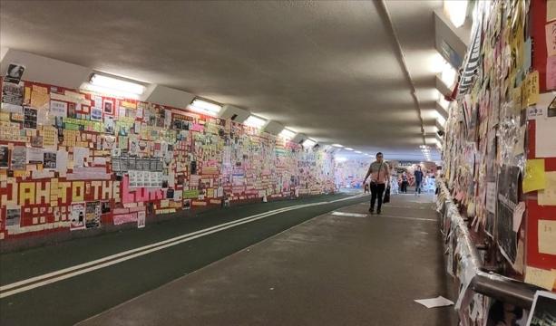 Hong Kong'da protestolar 'Lennon Tüneli'yle halka yansıyor