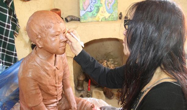 Şükran köyünde kadın heykeltıraşların mesaisi