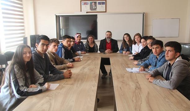 Dargeçit, gazetecilik bölümü öğrencileriyle sohbet etti