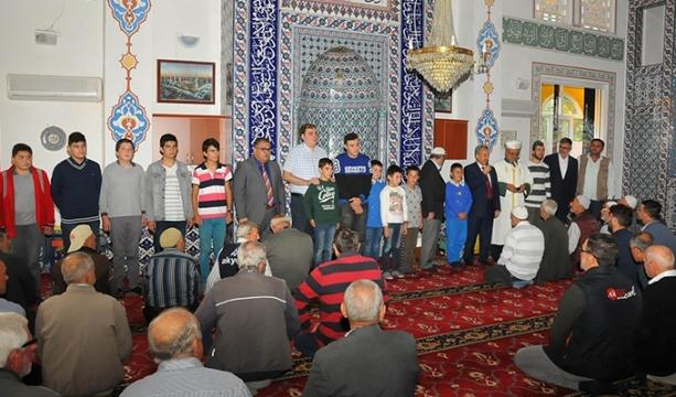 Akşehir'de camiye giden çocuklar ödüllendirildi